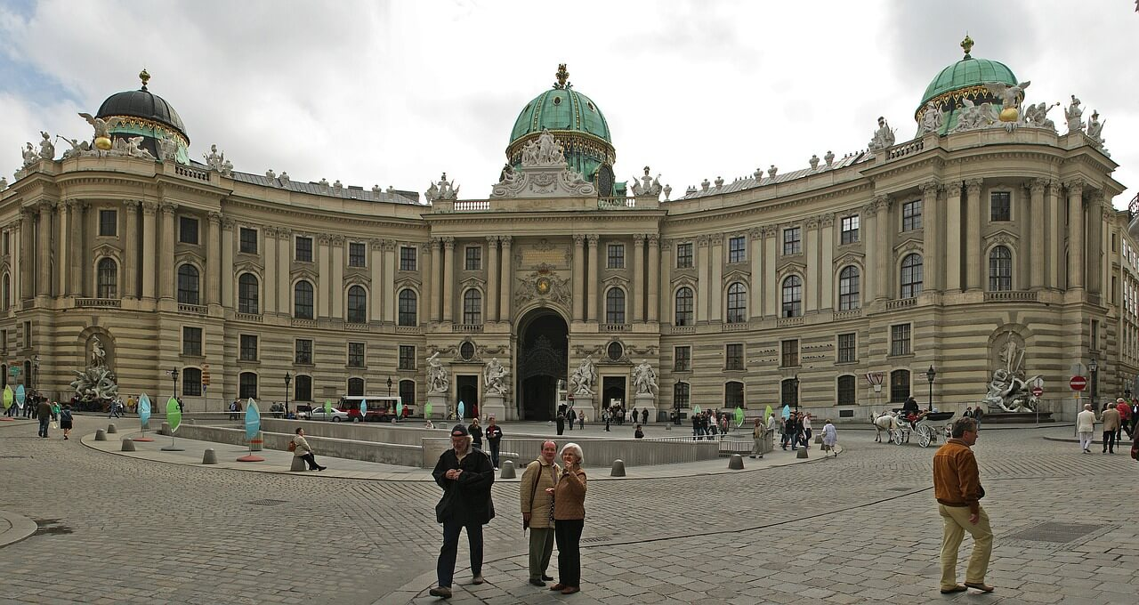 hofburg-imperial-palace-101476_1280